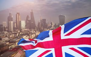 Gran Bretagna, settori manifatturiero e servizi in aumento