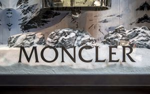 Sostenibilità, Moncler: finanziamento revolving da Intesa Sp