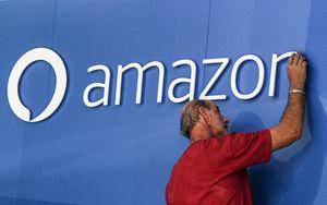Amazon prosegue rialzo in scia boom vendite