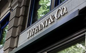 LVMH, nuova offerta per Tiffany
