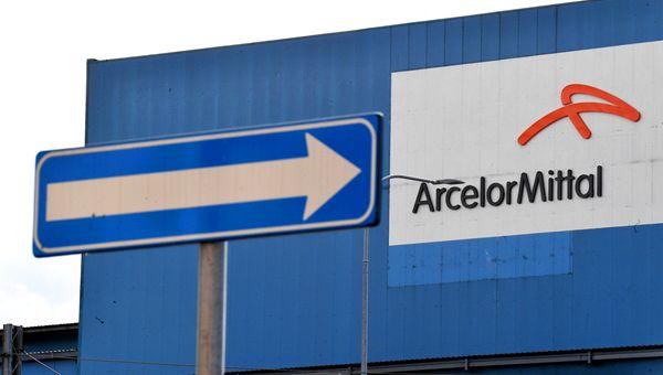 """ArcelorMittal, Governo apre su """"scudo penale"""" ma azienda rifiuta e chiede 5 mila esuberi"""
