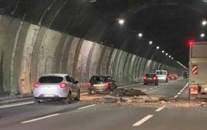 "Autostrada A26, ""cade"" parte intonaco volta galleria Berté. Nessun ferito"