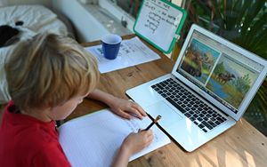 """Emergenza Scuola, i """"Divari Digitali: Spendere di più per risparmiare"""