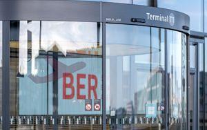 Aeroporto Berlino-Tegel resta operativo nonostante la crisi