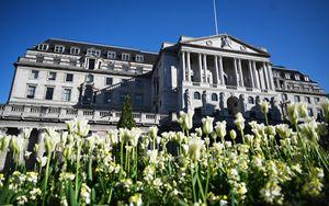 Bank of England conferma tassi ai minimi storici e QE
