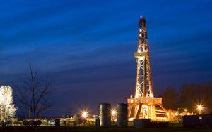 Petrolio in ribasso: scorte USA crescono oltre attese