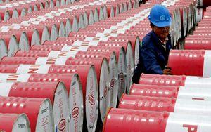 Petrolio a picco ai minimi dal 1999: scorte invendute vicine alla massima capacità