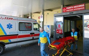 """Coronavirus, Italia: di nuovo più contagi ma meno morti e """"intensive"""""""